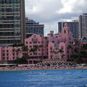 800px-Royal_Hawaiian_Hotel_seen_from_the_sea